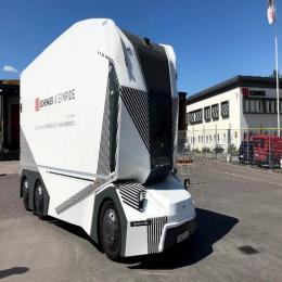 Caminhão autônomo (sem volante) já faz entregas pelas vias públicas suecas