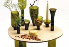 Como fazer uma pequena mesa com garrafas de vidro