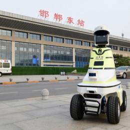China implanta sua primeira polícia de trânsito robotizada
