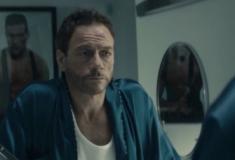 Confira nossa crítica da série que Van Damme tira sarro da própria carreira