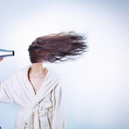 Quatro truques Diy para alindar o cabelo