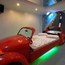 Conheça o interior dos motéis mais bizarros do Brasil