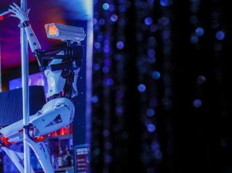Robots dançarinos animam noites de boate francesa