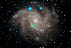 O enigma verde na galáxia dos Fogos de Artifício