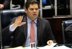 Presidente do Senado desiste de votar Previdência esta semana