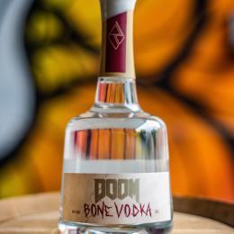 Nada melhor que celebrar a estreia de Doom Eternal com uma vodka de DOOM feito de ossos.