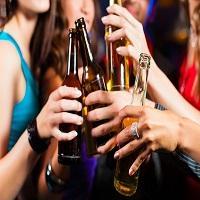 Uso excessivo de álcool cresce mais entre mulheres do que homens no Brasil
