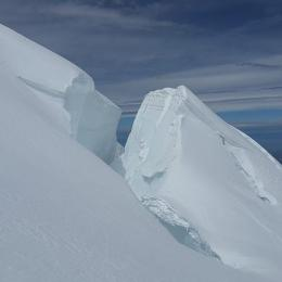 Parte da geleira do Mont Blanc à beira do colapso