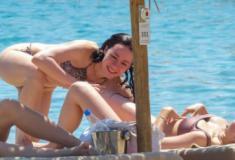 Veja os melhores flagras de biquíni da estonteante Aurora Ramazzotti