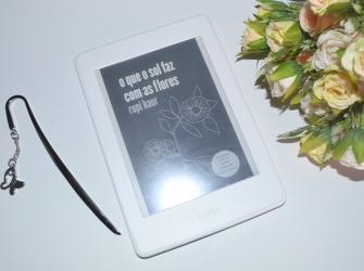 Resenha literária: o que o sol faz com as flores