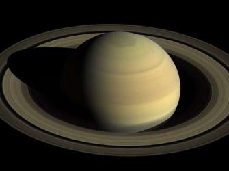Saturno supera Júpiter como planeta com mais luas no Sistema Solar
