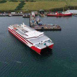 Novo ferry liga Orkney ao continente escocês
