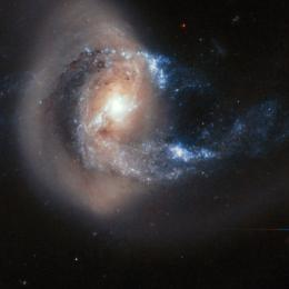 Hubble registra 'batalha celestial' a 200 milhões de anos-luz