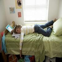 Dorme muito e ainda acorda cansada? A causa pode ser um distúrbio do sono