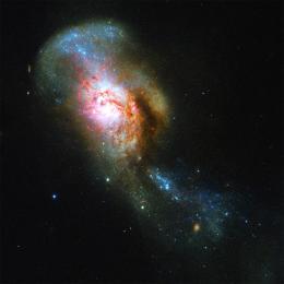 A Fusão da Medusa pelas lentes do telescópio espacial Hubble