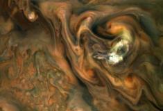 Sonda Juno captura o movimento das turbulentas nuvens de Júpiter