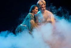 Aladdin, o Musical: espetáculo mágico que inclui o voo do tapete