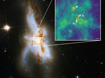 Galáxia tem três superburacos negros em seu centro