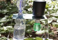 Aprenda a fazer um irrigador automático com garrafas usadas