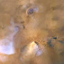 Tempestades globais em Marte criam torres de poeira em direção ao espaço