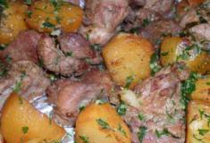 Carne de Vinha d'Alhos à Madeirense