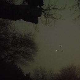 Vídeo do misterioso triângulo de luzes pairando sobre o Texas no primeiro dia do ano