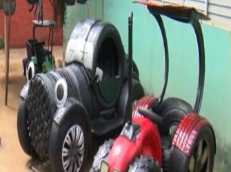 Artesão transforma pneus velhos em incríveis obras de arte