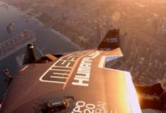 Homem a jato sobrevoa o Dubai; vídeo