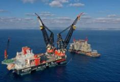 """Roterdão recebe o""""Sleipnir"""", maior navio de guindastes semi-submersível do mundo"""