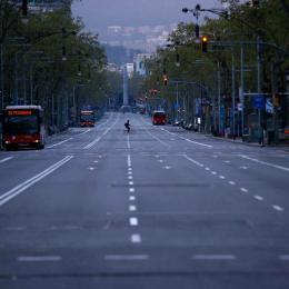 Polícia invadem orgia na Espanha e prende 8 homens por desrespeitar a quarentena