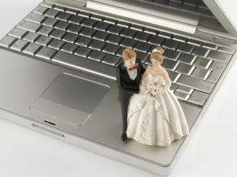 Juiz faz casamentos em por videochamadas
