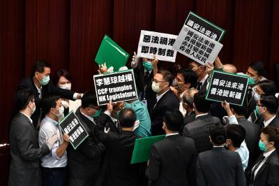 Plano chinês para Hong Kong assusta ativistas, gera críticas dos EUA e derruba mercado
