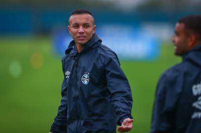 Grêmio estipula preço por Everton e vê câmbio favorável para aceitar proposta menor; entenda