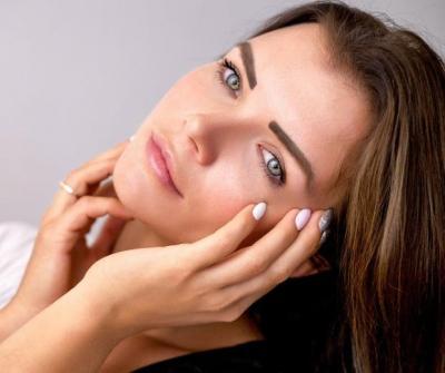 Confira os cuidados necessários para prevenção de rugas e olheiras