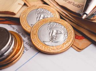 Sobre pressão, bancos adiam cobrança de tarifa de cheque especial