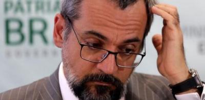 Weintraub, que insulta de estudantes a chineses, calou-se diante da PF