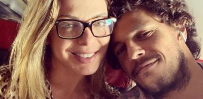 Sheila Mello recebe declaração do namorado João Souza: 'Apaixonado em você'