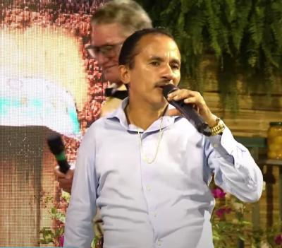 """Live """"milionária"""" do Caneta Azul quebra recordes de grandes nomes da música brasileira"""