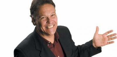 Jimy Raw, ex-apresentador do Globo de Ouro, morre aos 58 de coronavírus