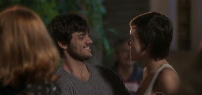 Totalmente Demais: Leila banca noite de samba e tira Jonatas de fossa por Eliza