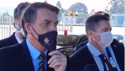 Bolsonaro sobre atraso dados da Covid-19: 'Acabou matéria no Jornal Nacional'