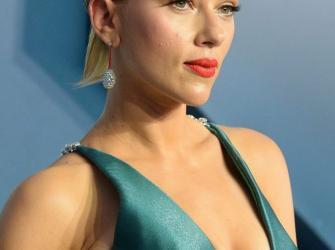 Veja a beleza da atriz Scarlett Johansson em um evento de cinema