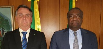 Bolsonaro aponta 'inadequações' no currículo, mas diz que Decotelli tem 'capacidade' para comandar o MEC