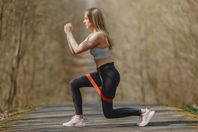 Corpo esculpido! Personal Hermes Silva prepara exercícios com elástico