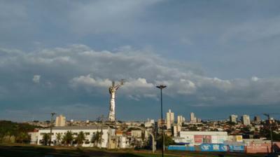 Previsão é de tempo nublado e temperaturas amenas para Assis e região