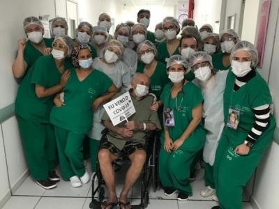Idoso de 104 anos diagnosticado com Covid-19 recebe alta de hospital em Maceió