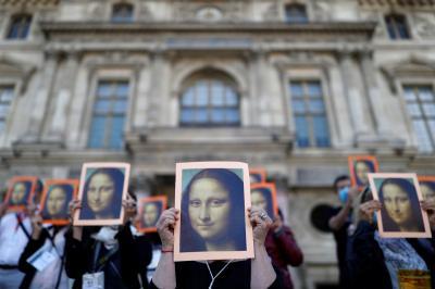 Guias turísticos de Paris protestam por apoio do governo da França após crise no setor causada pela pandemia