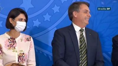 Michelle Bolsonaro diz que teste de covid-19 dela e da filha deram negativo