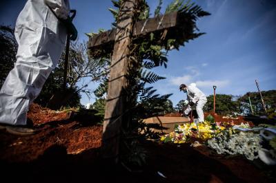 50% dos casos globais da Covid-19 registrados nas últimas 24h ocorreram nos EUA e Brasil, diz OMS