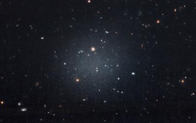 Hubble tira FOTO de galáxia com 'núcleo' vazio a 67 milhões de anos-luz de distância